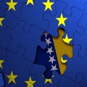 Ako sutra do ponoći ne bude usvojena izjava o provođenju reformi i europskoj opredijeljenosti, BiH će umjesto putem koji je vodi k članstvu u Europskoj uniji otići u – izolaciju.