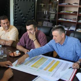 JP Ceste Federacije Bosne i Hercegovine investirati će 40 miliona eura na izgradnju i modernizaciju cesta u Unsko-sanskom kantonu, prezentirao je jučer u Bosanskom Petovcu Filip Vujeva, direktor Cesta.