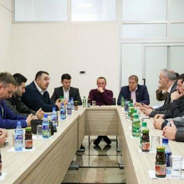 Načelnik Općine Tešanj Suad Huskić jučer je upriličio prijemza menadžere lokalnih kompanija.