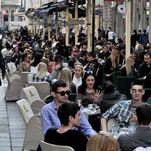 Ministarstvo kulture i sporta i Vlada KS na ovaj način žele doprinijeti dobroj festivalskoj atmosferi u Sarajevu, ugodnom boravku učesnika i gostiju SFF-a