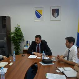 Vlada Kantona Sarajevo će sa Međunarodnom finansijskom korporacijom (IFC), članicom Grupacije Svjetske banke, pokrenuti aktivnosti na smanjivanju troškova za poslovne subjekte.