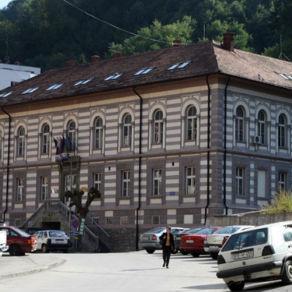 Sredstvima Vlade Srbije biće rekonstruisana glavna saobraćajnica kroz Srebrenicu i uz nju izgrađeni trotoari.