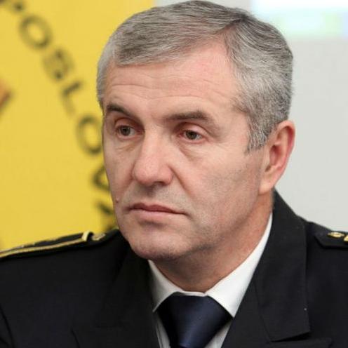 U obrazloženju Nezavisni odbor je naveo da Ćosić nije provodio mjere nadzora nad Upravom policije.