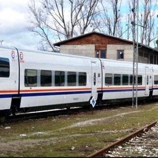 Riječ je o savremenom, brzom nagibnom vozu koji putnicima pruža izuzetan komfor i pogodnosti po uzoru na najsavremenije evropske vozove.