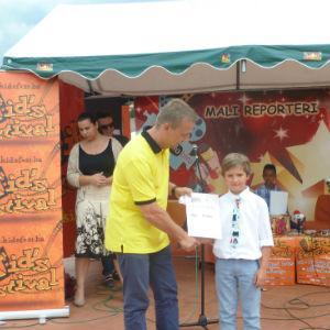 Raiffeisen banka je i ove godine generalni sponzor dvanaestog Kid's festivala, najvećeg događaja za djecu u regionu, koji se proteklih dana dana održavao u Sarajevu. Rafa Žirafa, simbol dječije štednje Raiffeisen banke, ponovo se družila sa hiljadama mališana iz cijele Bosne i Hercegovine.