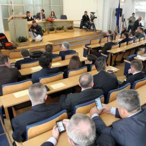 Skupština Kantona Sarajevo na današnjoj sjednici sa 22 glasova za i 13 protiv potvrdila je sastav Vlade Kantona Sarajevo na čijem čelu je premijer Elmedin Konaković.