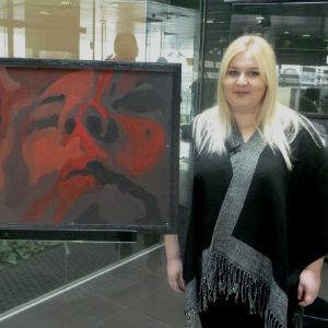 U galerijskom prostoru Banke postavljena je izložba mlade umjetnice Emine Šaldić čiji radovi obuhvataju psihološke teme.