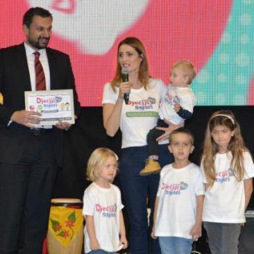 Sajam su otvorili premijer Kantona Sarajevo Elmedin Konaković i ambasadorica Dječijeg sajma Marija Hudolin.