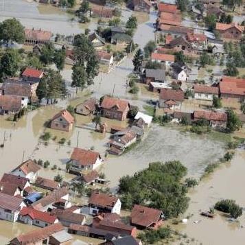 Osim stradanja na području Posavine prošlogodišnje poplave su iza sebe ostavile štete na nasipu za koje će trebati  mnogo sredstava i vremena za saniranje. Ovo vrijeme suše nastoji se iskoristiti da se saniraju najugroženija područja.