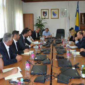 Vlada KS je sa resornim ministarstvom i preduzećem 'Vodovod' počela sa rekonstrukcijom mreže na nekoliko njenih najkritičnijih dijelova.