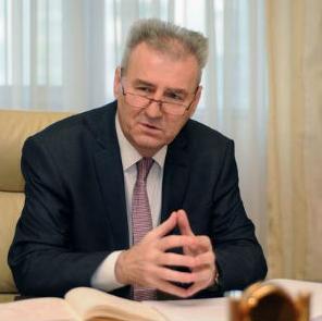 Ministar rada i boračko-invalidske zaštite Republike Srpske Milenko Savanović izjavio je da socijalni partneri moraju da budu uključeni u pregovore o novom zakonu o radu, koji će u Srpskoj biti usvojen do kraja godine.
