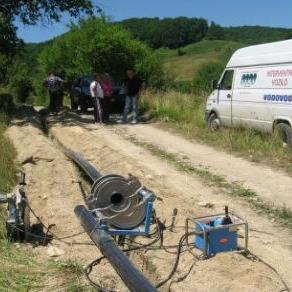 Ukupna vrijednost projekta je 70.000,00 KM a sufinansiraju ga Općina Sanski Most i Ministarstvo poljoprivrede, vodoprivrede i šumarstva USK iz sredstava vodne naknade.
