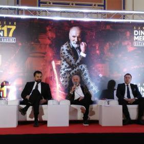 Bosanskohercegovački kantautor Dino Merlin nastupit će u Sarajevu na novogodišnjem koncertu čije je održavanje planirano na Trgu Bosne i Hercegovine.