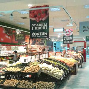 Konzum BiH danas je upriličio  svečano reotvorenje prodavnice u Bijeljini, uz unaprijeđen asortiman proizvoda.