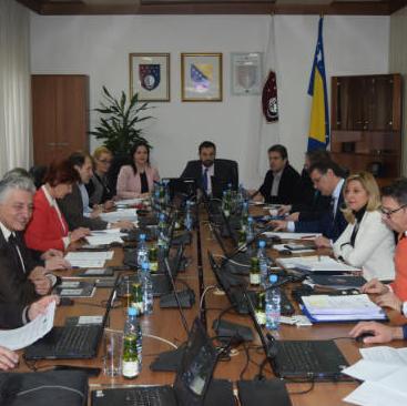 Vlada Kantona Sarajevo utvrdila je jučerNacrt zakona o plaćama i naknadama članova organa upravljanja i drugih organa institucija, kantonalnih javnih preduzeća, javnih ustanova čiji je osnivač KS.