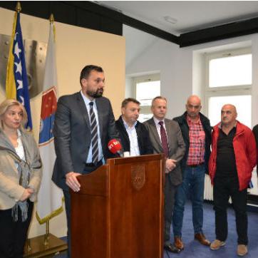 Predsjednik sindikata Himzanija je naveo kako zbog usvojenog Zakona o radu na nivou Federacije BiH radnici će imati manja primanja.