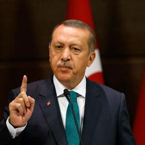 Erdogan, koji je na čelu Turske od 2003. - prvo kao premijer a od 2014. kao predsjednik - optužen je za rastuću autoritarnu vladavinu.
