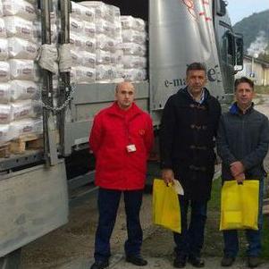 Prošle sedmice je u javnu kuhinju Tuzla stigla donacija 25 tona brašna od grupacije Hifa, čime je osiguran besplatan hljeb najugroženijim građanima Tuzle za period od 35 dana, saopćeno je iz grupacije Hifa.