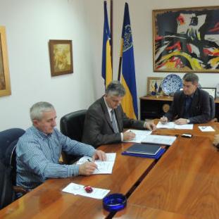 Potpisani ugovori za realizaciju projekta Regulacija korita rijeke Jale – III fazaHome  Vijest  Potpisani ugovori za realizaciju projekta Regulacija korita rijeke Jale – III faza