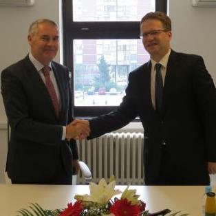 Sarajevska regionalna razvojna agencija SERDA i UNION Banka d.d. Sarajevo potpisali su jučer u Sarajevu Ugovor o pružanju finansijskih usluga.