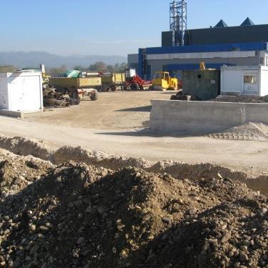 Na dionici S-3 u Poslovnoj zoni ''Šejkovača'' ovih dana su započeli radovi na proširenju kanalizacione i saobraćajne infrastrukture za dodatnih 250 m.