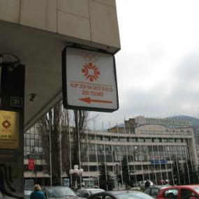Kako bi povećali prihodovnu stranu, KJP ZOI '84 odlučio je da izdaje upravnu zgradu u Ulici Branilaca Sarajeva. Javni poziv zainteresovanim subjektima je objavljen, a u ponudi za iznajmljivanje je oko 1.400 kvadratnih metara slobodnog prostora.