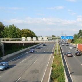 Poslanici opozicije u Narodnoj skupštini Republike Srpske uputili su niz kritika u vezi sa stanjem puteva u tom bh. entitetu, ali i na Prijedlog strategije transporta RS-a za period 2016-2030. godina.