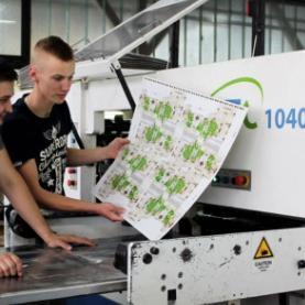 GRIN je danas vodeći pouzdani proizvođač komercijalne papirne i kartonske ambalaže, kaširane ambalaže, etiketa i sl. u BiH.