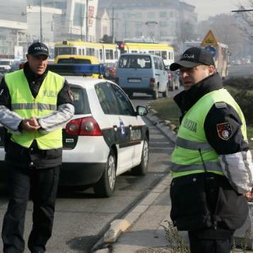 Vozači koji odbiju alkotestiranje ili budu imali više od 1,5 promila alkohola u krvi platit će kaznu od 400 do 1.000 maraka.