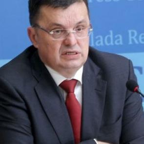 Ministar finansija Republike Srpske Zoran Tegeltija izjavio jeda je plan Vlade Srpske smanjenje javne potrošnje i ograničenje fonda plata za zaposlene u javnom sektoru.