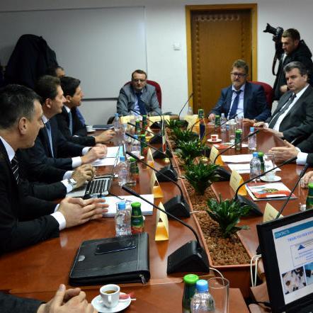 Predstavnici italijanske grupacije PSC i bh. kompanije VS-Trend iz Bihaća danas su u Sarajevu, u prisustvu predstavnika lokalnih i entitetske vlasti, razgovarali o osnivanje zajedničke komapnije u Bihaću i širenju postojeće saradnje na treća tržišta.