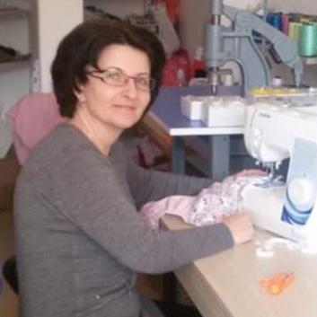 Kao i hiljade drugih, Arijana Hadžić iz Bihaća godinama je bila u potrazi za poslom. Bezuspješno. No, nije posustala i izgubila nadu već je odlučila uzeti stvar u svoje ruke.