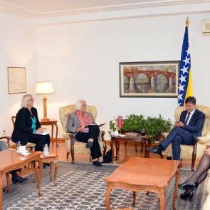 Premijer Federacije Bosne i Hercegovine Fadil Novalić primio je danas u sjedištu Vlade u Sarajevu ambasadoricu Kraljevine Norveške u Bosni i Hercegovini Vibeke Lilloe sa saradnicima.