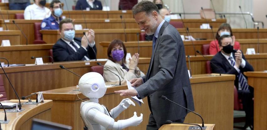 (VIDEO) Hrvatski Sabor: Robot pokušao doći do riječi, a nakon ušutkavanja rekao-To nije u redu