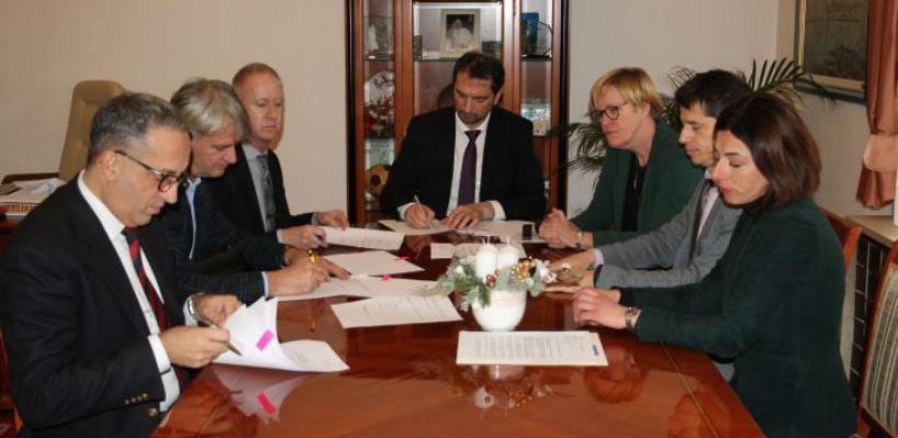Potpisani ugovori o vodoopskrbi Općine Gradačac i vodovodu Plava voda