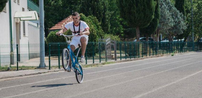 Ibro Basarić najbrži na svijetu u vožnji bicikla na zadnjem kotaču
