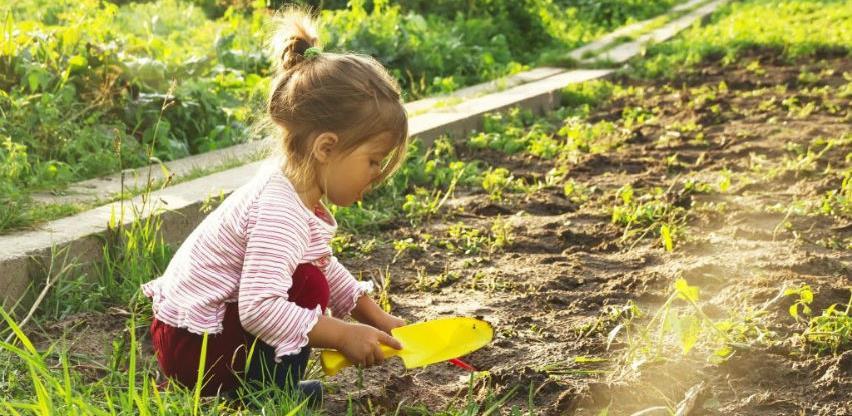 Djeca koja provode više vremena napolju mentalno su zdravija kad odrastu