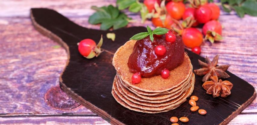 Napravite ukusne jesenje palačinke sa džemom od šipka