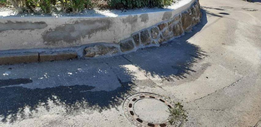 Saniran kameni zid u ulici Iza bašče