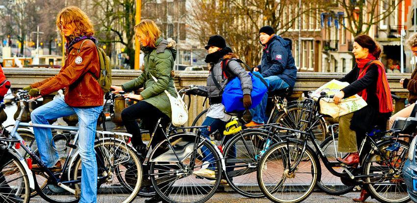 Za svaki kilometar prijeđen biciklom vlada časti 0,19 eura