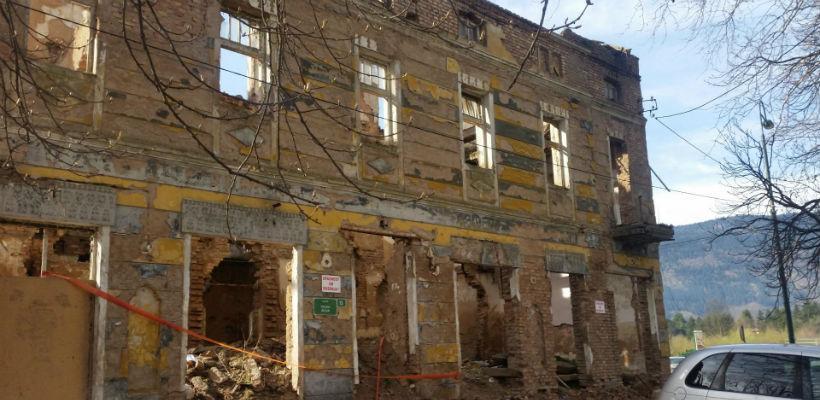 Općina Ilidža na svoju ruku uklonila devastirani objekat hotela Topola