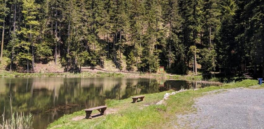 Paučko jezero nadomak Kladnja – pravi mali raj za oči