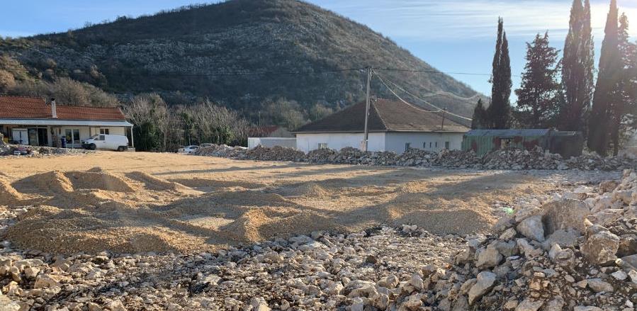 Na Trebinji u Općini Ravno se gradi multifunkcionalno igralište
