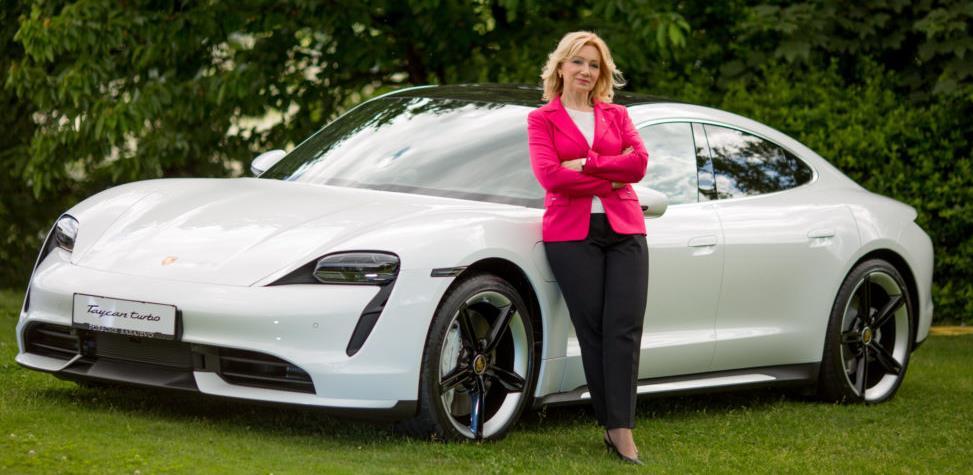 Belgin Arnautović, prva žena iz BiH koja je vozila električni Porsche