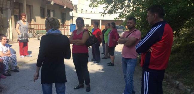 Počeo protest pacijenata ispred KCUS-a