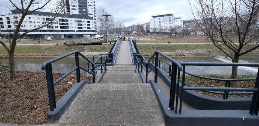 Obnovljen pješački most na Otoci
