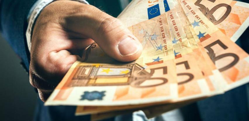 Dijaspora za pola godine preko računa poslala 1,32 milijarde KM
