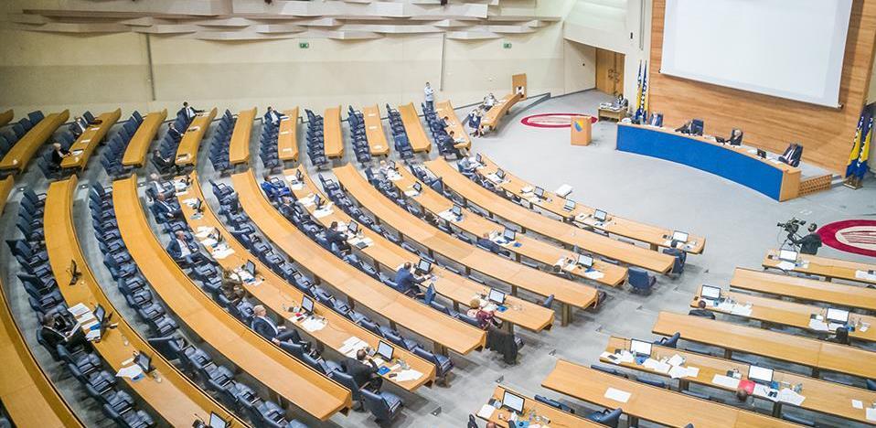 Parlamentarci imuni na virus štednje