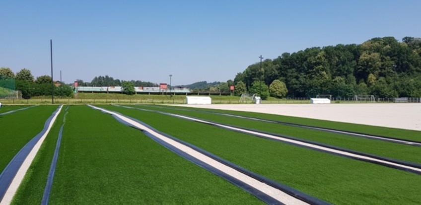 U toku postavljanje umjetne podloge na pomoćnom terenu stadiona Banja Ilidža