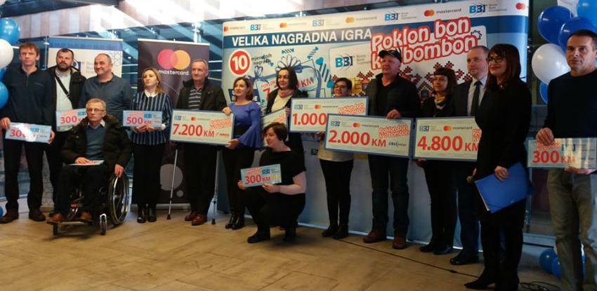 Poklon bon k'o bombon: BBI banka i Mastercard nagradili 46 klijenata